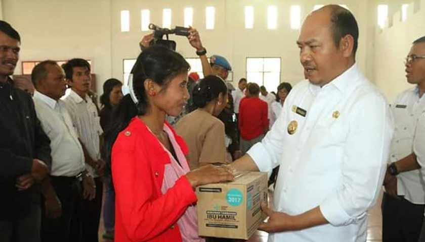Bupati Tapanuli Utara Serahkan Bansos PKH secara Simbolis di Kecamatan Sipahutar