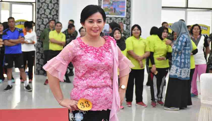 Ketua Persit KCK PD I/BB Gelar Lomba Peragaan Kreasi Desain Ulang Busana