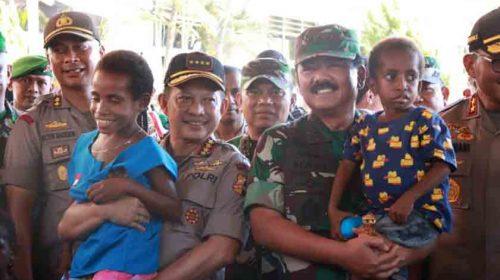 Panglima TNI Lihat dari Dekat Kondisi Pengungsi Korban Banjir Sentani