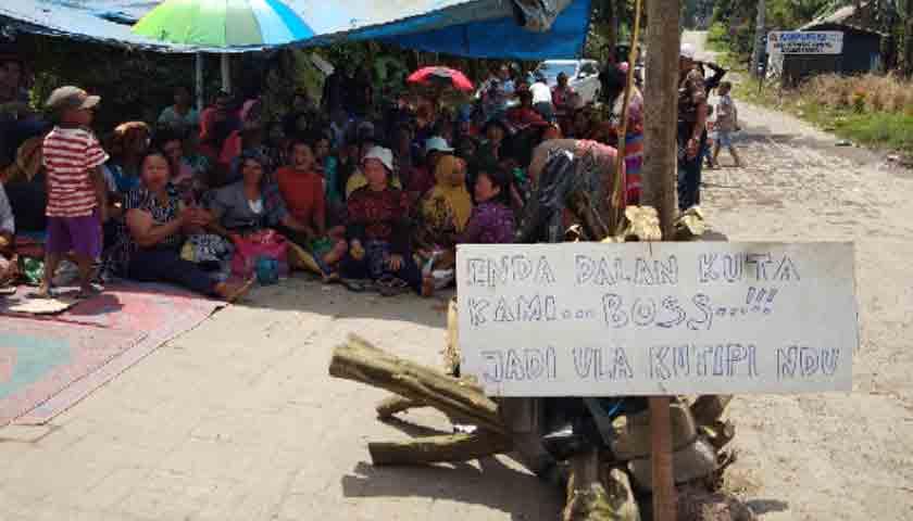 Wisata Air Panas di Karo Diblokir, Jalan Rusak Dibiarkan Hancur
