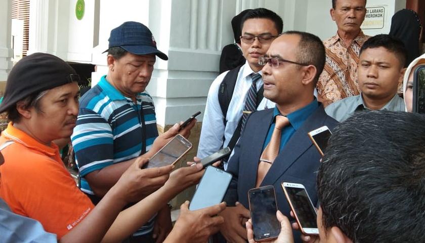 PH: Dengan Berat Hati Pak Jokowi Dijadikan Tergugat