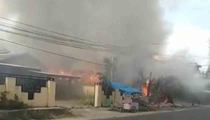 Gas Meledak, 4 Rumah Diamuk Sijago Merah