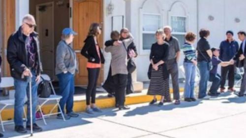 Umat Kristen Selandia Baru Jaga Umat Muslim Sholat