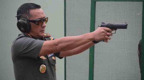 Tingkatkan Skill TNI, Pangdam I/BB Ikuti Latbak Pistol Perwira
