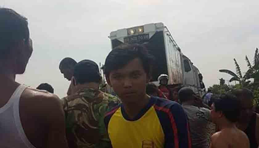 Avanza Terseret Kereta Api di Kamp Lalang, 4 Kritis, Bayi Selamat, Nih Foto-fotonya!