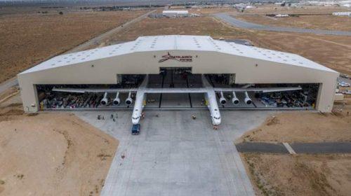 Pesawat Terbesar di Dunia Sukses Jalani Terbang Perdana