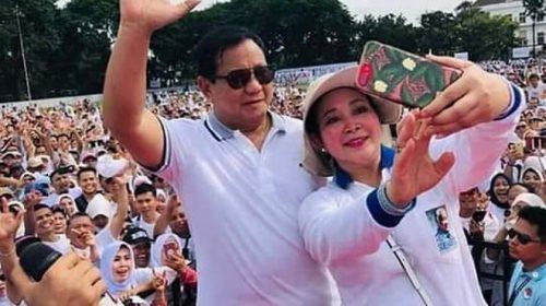 Emak-emak Ingin Prabowo-Titiek Soeharto Rujuk
