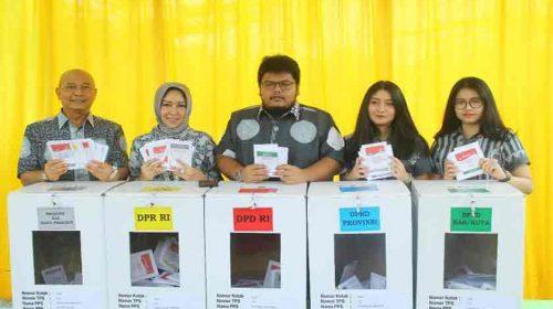 Wali Kota Medan dan Keluarga Nyoblos di TPS 112 Komplek Citra Wisata