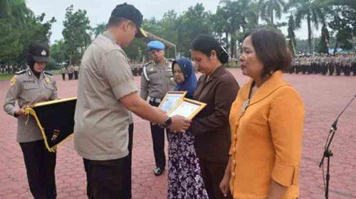 3 Anggota Polri Gugur Bertugas Terima Penghargaan di Polda Sumut