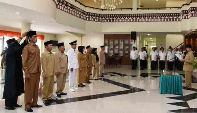 8 Pejabat Tapsel Dilantik, Nih Pesan Bupati