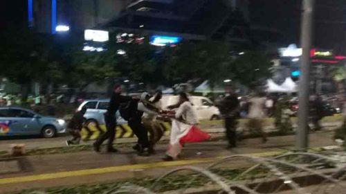 Aksi Demo di Bawaslu RI Memanas, Polisi Berusaha Bubarkan Massa