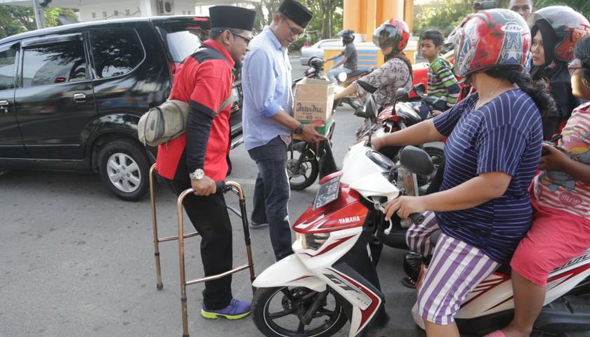 Penyandang Disabilitas Gandeng SMSI Bagi-bagi Takjil