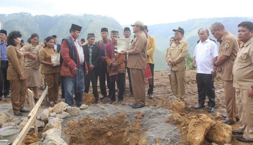 Bupati Samosir Letakkan Batu Pertama Pembangunan Coffe Shop Geopark Kaldera Toba
