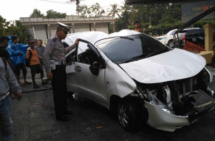 Kecelakaan di Parapat, Tabrak Tembok Rumah Warga, 1 Tewas