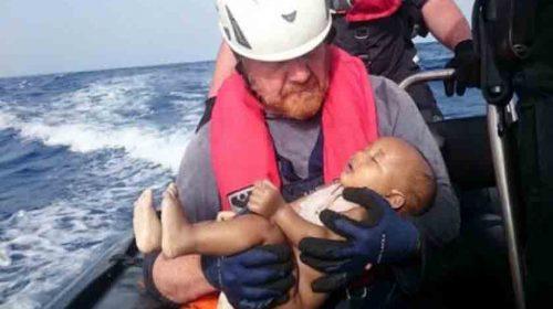 Perahu Karet Terbalik, 2 Orang Tewas, 25 Hilang