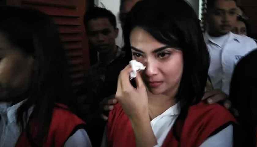 Vanessa Angel Menangis Divonis Lima Bulan Penjara