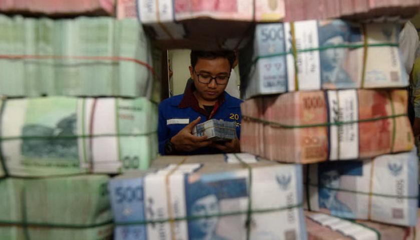 Awal Sesi, Rupiah Tergerus, Mata Uang Asia dan Emas Menguat
