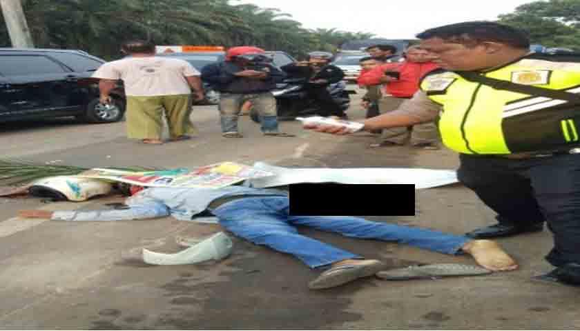 Vario vs Tronton, Mayat Korban Tergeletak di Bahu Jalan