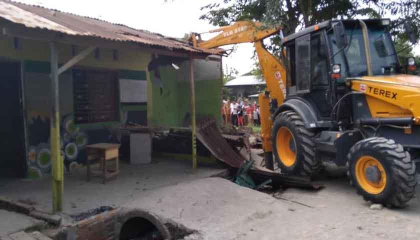 2 Rumah Sarang Narkoba di Medan Dirobohkan Pakai Ekskavator