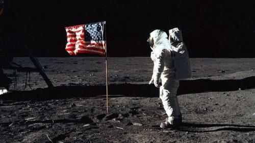 Percaya kah Anda Manusia Pernah Mendarat di Bulan?