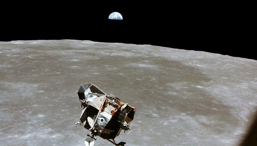Benar kah Neil Armstrong tak Menganut Agama Tertentu?