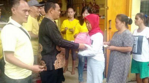 Pengurus Klenteng Gek Ong Long Kong Bagi Sembako kepada Fakir Miskin