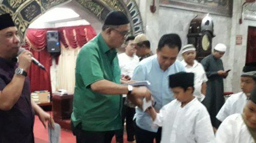 Kubah Baru Masjid Agung Dipasang, BKM Jamu 1.030 Anak Yatim Piatu