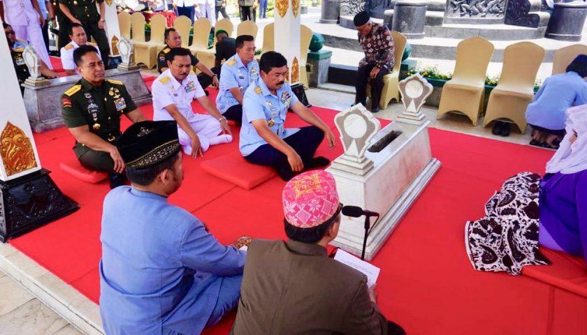 Giliran Panglima TNI Ziarah ke Makam Jenderal Soedirman