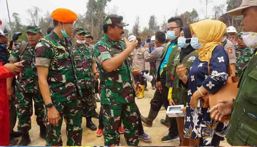 Panglima TNI: Pantau Titik Api Karhutla Riau, Malam Hari TNI Gunakan Drone