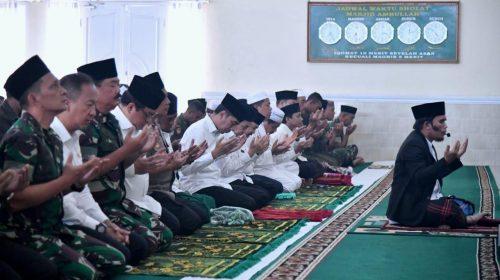 Panglima TNI dan Presiden RI Sholat Istighosah Atasi Karhutla Riau