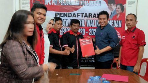 Didampingi Istri, Sutrisno Pangaribuan Kembalikan Formulir Pendaftaran Calon Walikota Medan