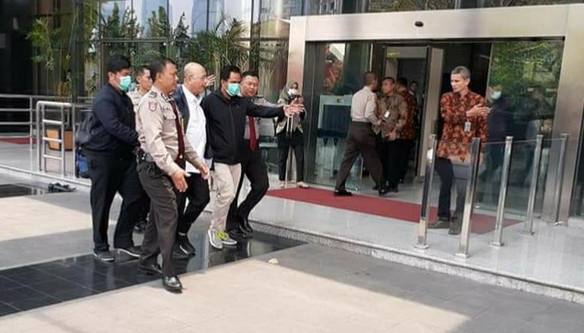 Muncul Foto Walikota Medan Digiring Aparat