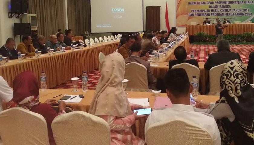 DPRDSU Evaluasi dan Susun Program Kerja 2020 Melalui Raker