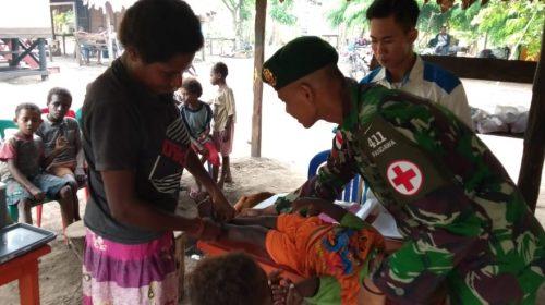 Satgas Pamtas Yonif 411 Kostrad Gelar Posyandu Bagi Warga Perbatasan RI-PNG