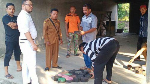 Yuk Intip Pembuatan 'Paving Block' Plastik Warga Desa Sumber Padi Batubara dari Bank Sampah