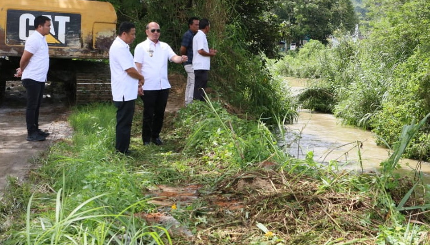 Tangani Masalah Banjir di Tarutung, Bupati Taput Turun Tangan