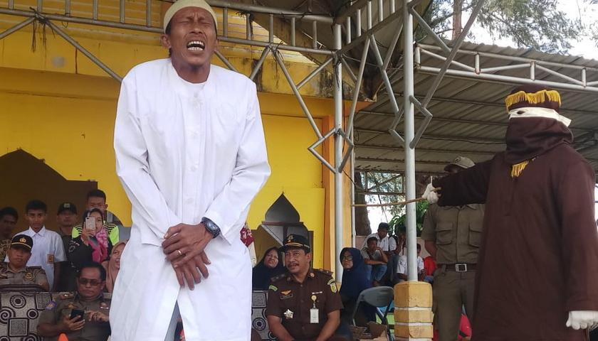 Lakukan Zinah, Terdakwa di Aceh Singkil Kena Cambuk 145 Kali