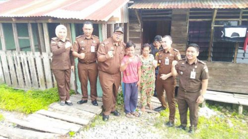 Kajari Tanjungbalai Bantu Siswa SMP Putus Sekolah