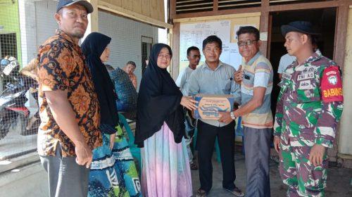 Istri Wakil Bupati Aceh Singkil Bantu Korban Kebakaran