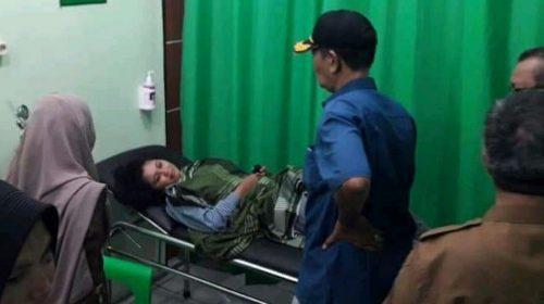 Wakil Bupati Aceh Singkil Jenguk Mahasiswa yang Mengalami Kecelakaan di Kota Subulussalam