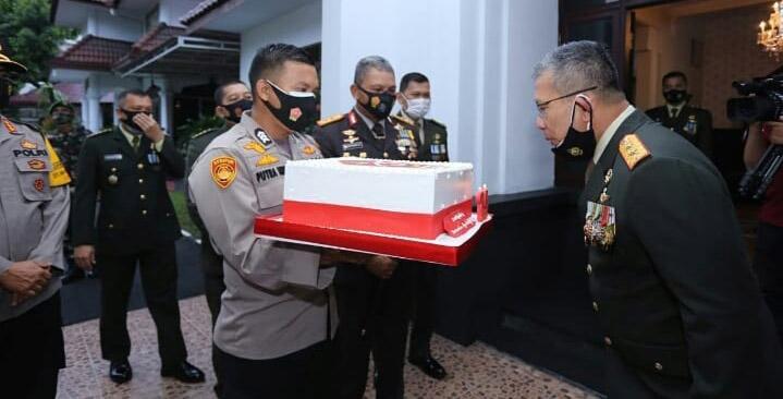 perayaan HUT TNI