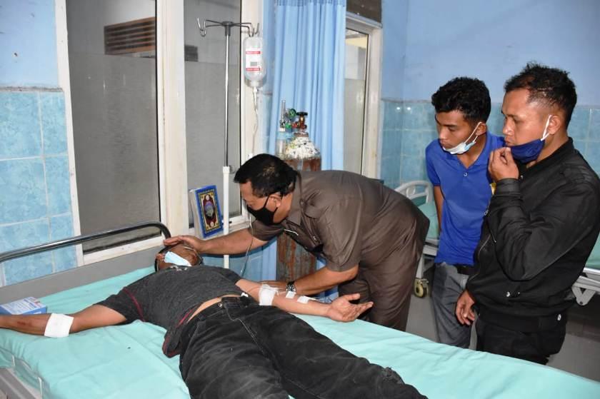 Korban yang sedang mendapat pertolongan pertama serta dirawat oleh pihak Medis di IGD RSUD Panyabunganng mendapat pertolongan pertama serta dirawat oleh pihak Medis di IGD RSUD Panyabungan-mandailing natal