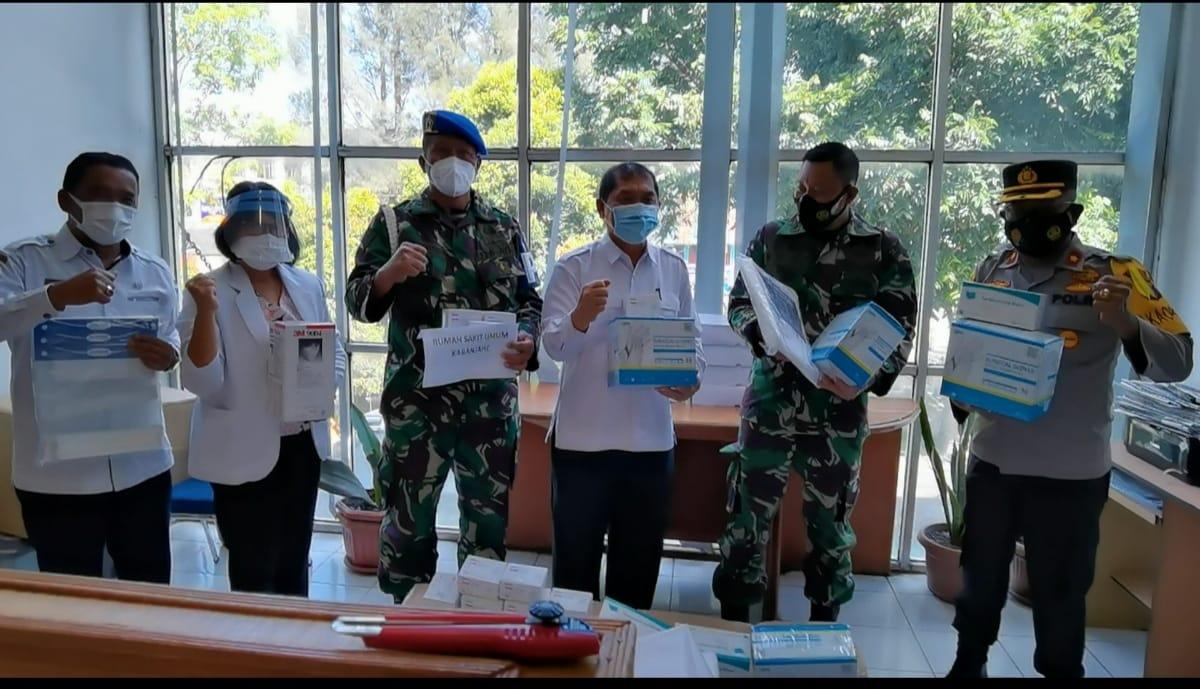 Bupati Karo Apresiasi Masyarakat Tionghoa Salurkan Bantuan Covid-19 ke RSUD Kabanjahe