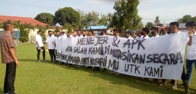 Tak Terima Dimutasi Sepihak, Puluhan Karyawan PTPN-III Membangmuda Demo