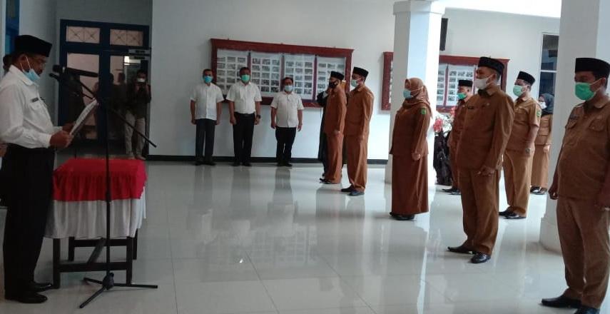 pejabat eselon III dan IV lingkungan Pemkab Madina menjalani pelantikan dan pengukuhan