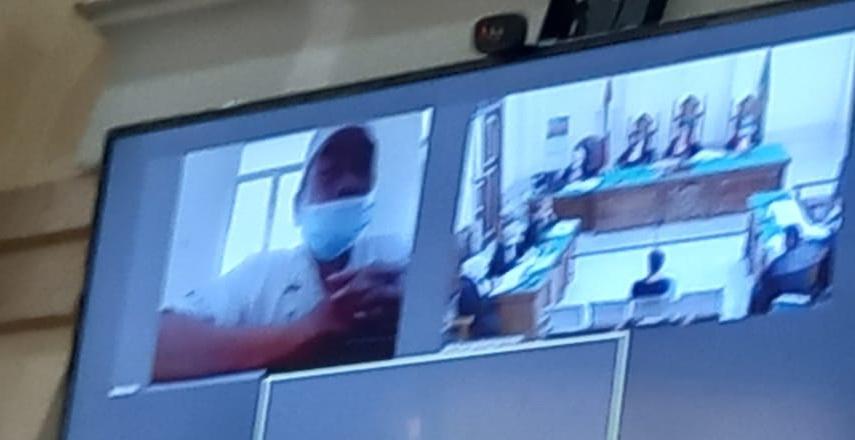 keluarga mantan Kakanwil Kementerian Agama (Kemenag) Sumut Iwan Zulhami selaku terdakwa penerima uang suap
