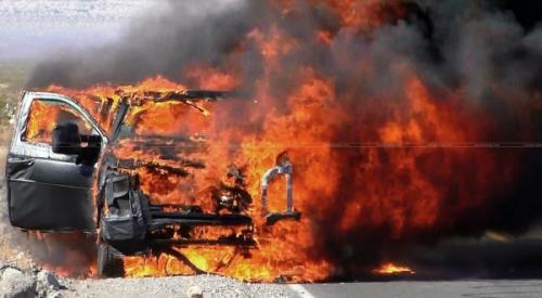 terbakar dalam mobil