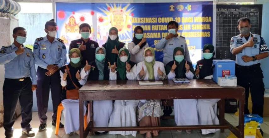 Warga Binaan Rutan Kelas IIB Singkil Lakukan Suntik Vaksin