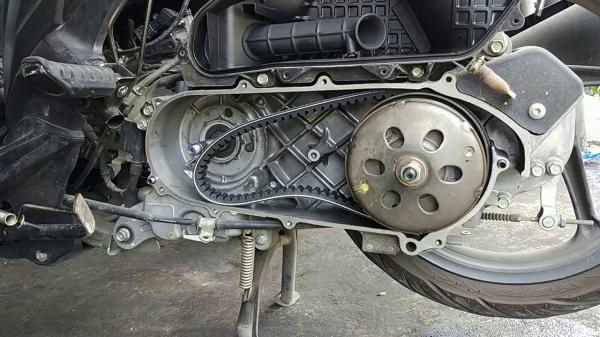 Merawat mesin motor metik