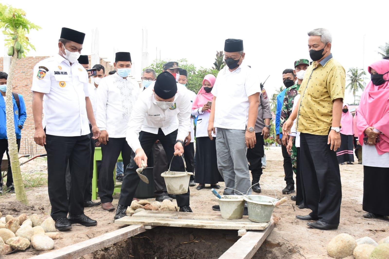 Bupati Sergai Hadiri Peletakan Batu Pertama Pembangunan RKB Sekolah Mantab